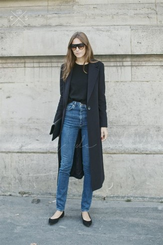 How to wear: black coat, black crew-neck sweater, blue jeans, black suede ballerina shoes