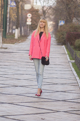 A hot pink coat and a Prada Persian Lamb Crossbody are appropriate for both smart casual events and day-to-day wear. Hot pink leather pumps are a fitting option here. You can bet this combo will become your uniform come warmer days.