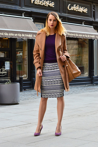 How to Wear Purple Suede Pumps: A camel coat and a navy print pencil skirt? Make no mistake, this getup will make people go weak in their knees. The whole look comes together if you introduce purple suede pumps to this ensemble.