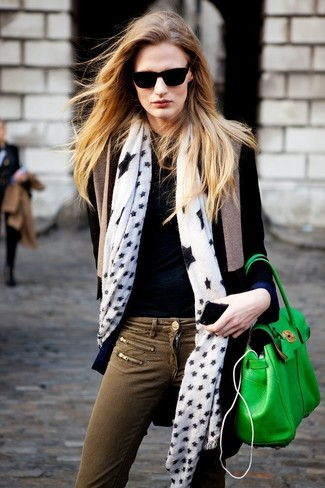 If you're on the hunt for a casual yet absolutely chic look, team a black coat with army green skinny jeans. Both pieces are totally comfy and will look fabulous together. This look is super functional and will help you out in transitional weather.