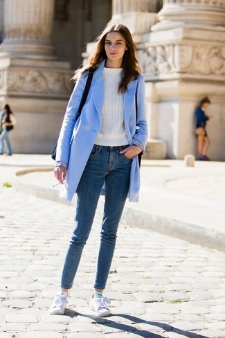 How to wear: light blue coat, white crew-neck sweater, blue skinny jeans, white canvas low top sneakers