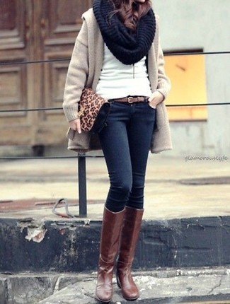 How to wear: beige coat, white crew-neck sweater, navy skinny jeans, brown leather knee high boots