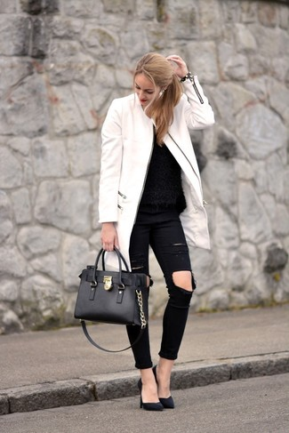 A New Look women's Tiered Sleeve Knit Sweater and black ripped skinny jeans are a perfect combination to be utilised at the weekend. Polish off the ensemble with black suede pumps. It goes without saying that this one makes for a great, spring-appropriate look.
