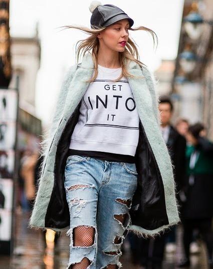 Women 39 s light blue fluffy coat white and black print crew for Boyfriend jeans mit netzstrumpfhose