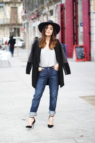 How to wear: black coat, grey crew-neck t-shirt, navy boyfriend jeans, black suede pumps