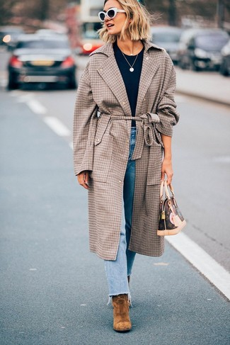 How to wear: brown plaid coat, black crew-neck t-shirt, light blue jeans, tan suede ankle boots