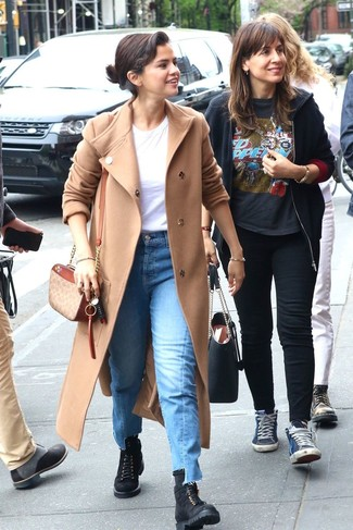 How to wear: beige coat, white crew-neck t-shirt, blue jeans, black suede lace-up flat boots