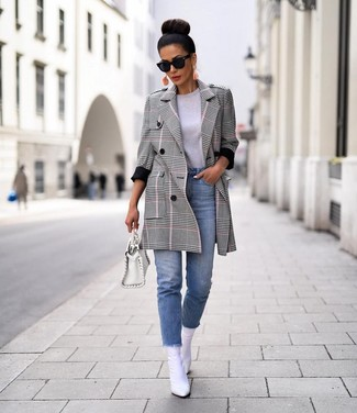 How to wear: grey plaid coat, grey crew-neck t-shirt, light blue jeans, white leather ankle boots
