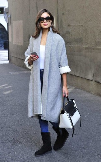 How to Wear a Grey Coat For Women: If you don't like putting too much effort into your looks, consider teaming a grey coat with blue skinny jeans. To introduce a more casual finish to this ensemble, complete this look with a pair of black uggs.