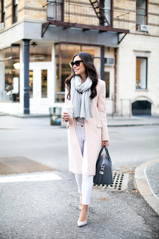 How to Wear a Black Leather Tote Bag: A pink coat and a black leather tote bag are a great pairing to be utilised on off-duty days. Not sure how to finish? Add white leather pumps to this outfit to amp up the oomph factor.