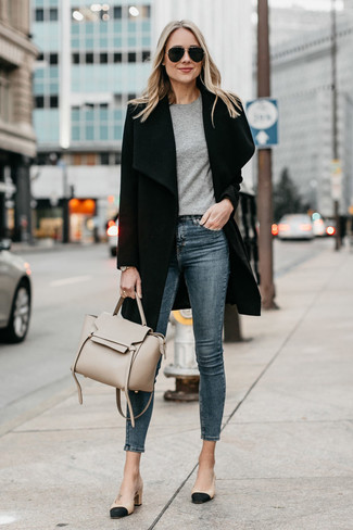 How to wear: black coat, grey crew-neck t-shirt, navy skinny jeans, black and tan leather pumps
