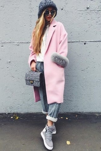 How to wear: pink coat, white crew-neck t-shirt, grey sweatpants, grey suede high top sneakers