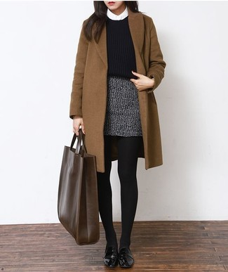 If you use a more casual approach to dressing up, why not consider teaming a brown coat with a grey tweed mini skirt? Choose a pair of black leather derby shoes to make the outfit more current. We're loving how this getup gets you excited for fall in no time flat.
