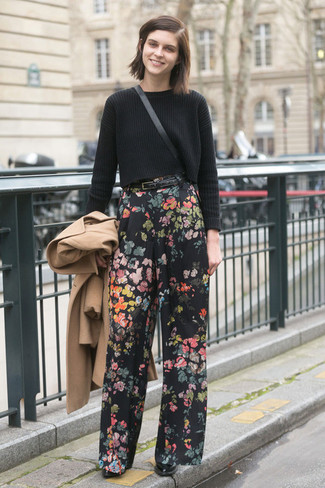 Camel Coat with Wide Leg Pants Outfits: A camel coat and wide leg pants are the kind of a winning combination that you need when you have no extra time to dress up. Our favorite of a ton of ways to round off this ensemble is a pair of black leather ankle boots.