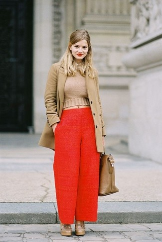 Camel Coat with Wide Leg Pants Outfits: You'll be amazed at how easy it is to get dressed this way. Just a camel coat and wide leg pants. When it comes to footwear, complete this look with a pair of brown leather platform loafers.