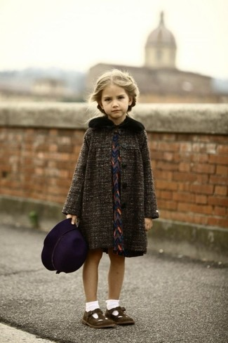 How to Wear Dark Brown Ballet Flats For Girls: Reach for a charcoal coat and navy dress for your daughter for a stylish and sophisticated look. Dark brown ballet flats are a wonderful choice to finish this ensemble.