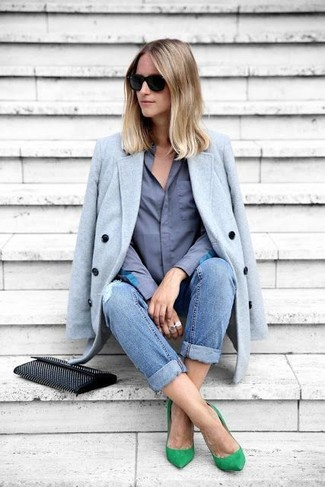 How to wear: light blue coat, blue dress shirt, blue ripped boyfriend jeans, green suede pumps