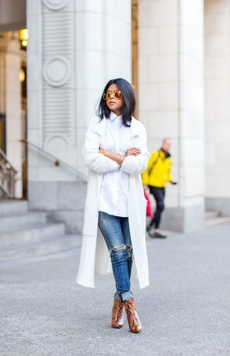 How to wear: white coat, white dress shirt, blue ripped skinny jeans, brown snake leather ankle boots