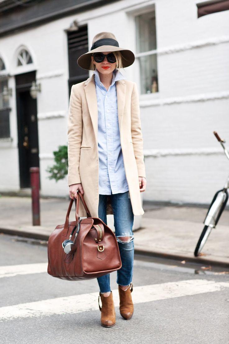 How to wear  beige coat, light blue dress shirt, blue ripped skinny jeans 82a18c0d38