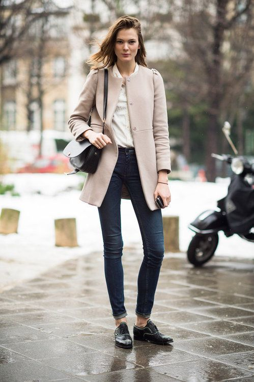 How To Wear Navy Skinny Jeans With Black Leather Oxford Shoes (10 looks & outfits) | Women's Fashion | Lookastic.com