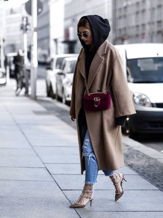 How to Wear a Black Hoodie For Women: This combination of a black hoodie and blue ripped jeans is the perfect base for a variety of combos. Introduce brown studded leather pumps to your ensemble for a dose of sophistication.