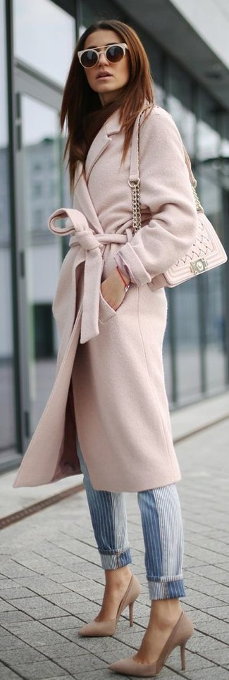 How to wear: pink coat, blue vertical striped jeans, beige suede pumps, beige quilted leather crossbody bag