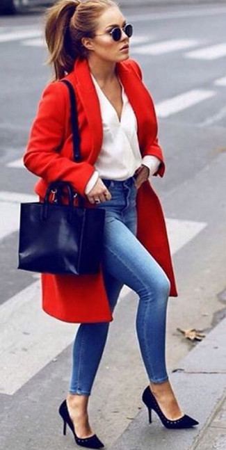 How to wear: red coat, white long sleeve blouse, blue skinny jeans, black suede pumps