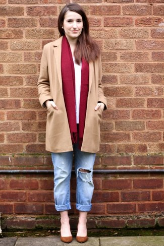 How to Wear Light Blue Ripped Boyfriend Jeans: Pairing a camel coat with light blue ripped boyfriend jeans is an on-point choice for a casual outfit. Feeling bold? Lift up this getup by finishing with a pair of brown suede pumps.