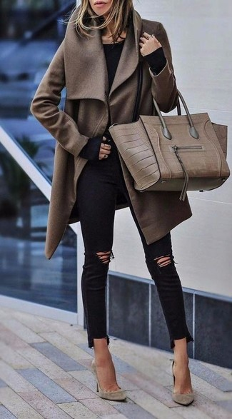 Black Long Sleeve T-shirt Outfits For Women: Go for a simple but casually cool choice by putting together a black long sleeve t-shirt and black ripped skinny jeans. Go off the beaten track and shake up your ensemble by slipping into beige suede pumps.