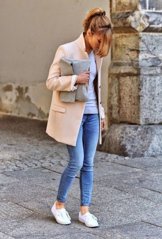 A beige coat and blue skinny jeans will give off this very sexy and chic vibe. Grab a pair of white low top sneakers for a more relaxed aesthetic.