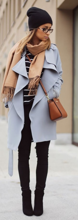 This pairing of a light violet coat and black slim jeans will set you apart effortlessly. For the maximum chicness opt for a pair of black suede booties.