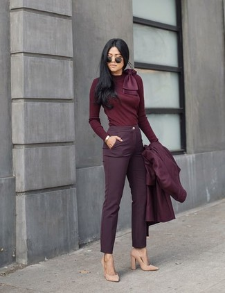 Burgundy Coat Outfits For Women: This combo of a burgundy coat and burgundy skinny pants is very easy to throw together in next to no time, helping you look chic and prepared for anything without spending a ton of time digging through your closet. Beige suede pumps tie the ensemble together.