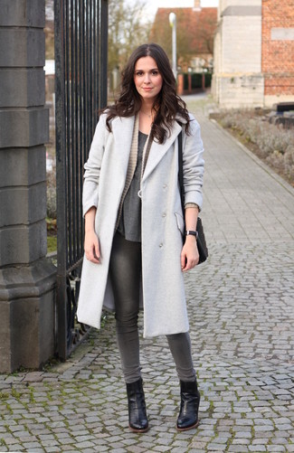 How to wear: grey coat, beige knit open cardigan, charcoal crew-neck t-shirt, grey skinny jeans