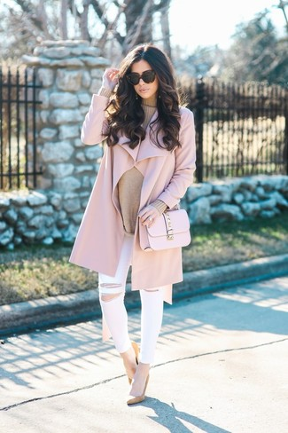 For functionality without the need tosacrifice on style, we lovethis combination of a pink coat and white ripped skinny jeans. Tan suede pumps will instantly smarten up even the laziest of looks. Warmer days call for lighter getups like this one.