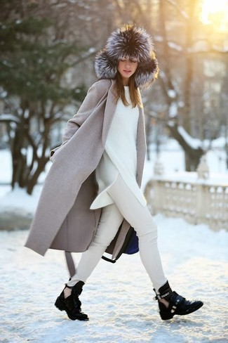 How to wear: grey coat, white oversized sweater, beige skinny jeans, black cutout leather ankle boots
