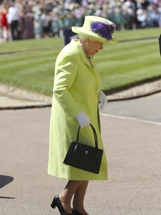 How to wear: green-yellow coat, black leather pumps, black leather tote bag, white gloves