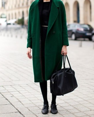 A green coat and a black scarf couldn't possibly come across as other than strikingly elegant. Complement this outfit with black leather oxford shoes. As you can see, it's very easy to look on-trend and stay snug come chillier days, all thanks to outfits like this.