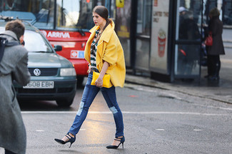 Gold Clutch Outfits: The formula for off-duty style? A yellow coat with a gold clutch. Add a dose of sultry polish to your outfit by finishing with a pair of navy suede pumps.