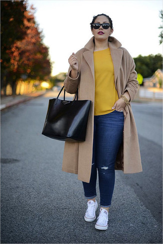 How to wear: camel coat, yellow short sleeve blouse, navy ripped skinny jeans, white canvas low top sneakers