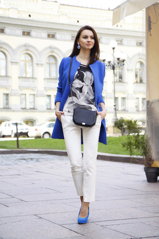 A blue coat and white slim pants are a smart combination that will earn you the proper amount of attention. Round off this look with blue suede pumps.