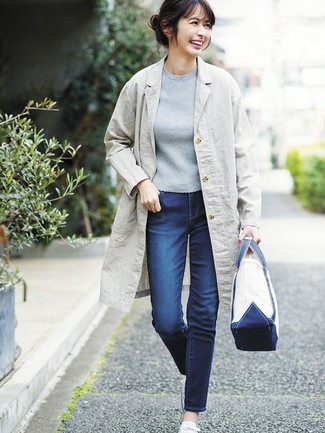 How to Wear a White Canvas Tote Bag: For an off-duty ensemble, make a grey linen coat and a white canvas tote bag your outfit choice — these items work really great together. When not sure about what to wear when it comes to footwear, stick to white canvas low top sneakers.