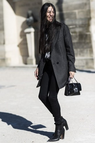 How to wear: charcoal vertical striped coat, black skinny jeans, black leather ankle boots, black leather crossbody bag