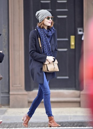 How to wear: navy coat, blue skinny jeans, brown leather chelsea boots, beige leather crossbody bag