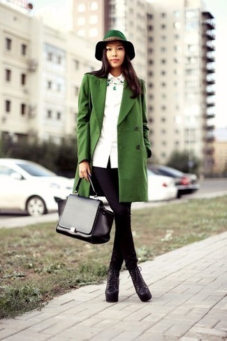 Opt for a green coat and black skinny jeans and you'll look like a total babe. Balance this look with black chunky leather lace-up ankle boots. Loving that this getup is great when fall arrives.