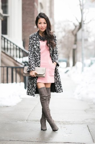 A sweater dress and a pink sweater dress is a nice pairing to impress your crush on a date night. Dark grey suede over the knee boots complement this ensemble quite nicely. A perfect example of transitional fashion, this getup is a must-have this spring.
