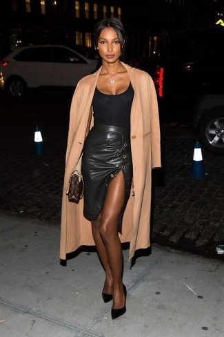 Go for a sophisticated look in a tan coat and a black pencil skirt. Round off with black suede pumps and off you go looking stunning. A neat ensemble that transitions easily into fall like this one makes it so easy to embrace the new season.