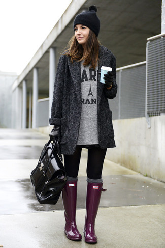 Master the effortlessly chic look in a charcoal herringbone coat and black leggings. A pair of purple rain boots brings the dressed-down touch to the ensemble.