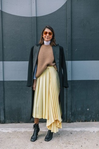 Consider teaming a black coat with a yellow pleated midi skirt to show off your styling smarts. A pair of black leather ankle boots looks very fitting here. There's no nicer way to cheer up a dull fall day than a knockout getup like this one. (Ok, maybe there are a couple.)