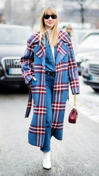 How to wear: blue plaid coat, white turtleneck, blue denim shirt, blue jeans