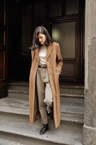 This combination of a camel coat and Dockers women's Misses Metro Trouser is hard proof that a simple ensemble doesn't have to be boring. Dress down your getup with dark brown leather chelsea boots. There's no better way to brighten up a bleak autumn day than a neat ensemble like this one. (Ok, maybe there are a couple.)